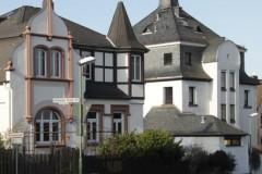 »Hinkel-Turm« + alte Schule
