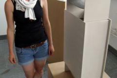 Barbara Kremm mit ihrer vertikalen Schublade