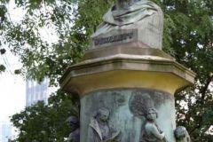 Guiollett organisierte die Anlage der Wallgärten