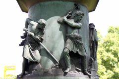 Sockel des Guiollett-Denkmals