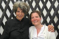 Christine Erdmann (Vorstand) und Stefanie Blumenbecker (Kuratorin)