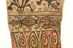 14-IMG_3764_crBemalter-Rindenbaststoff-Neuguinea-Melanesien.-Ankauf-1939-Sammlung-Weltkulturen-Museum.-800