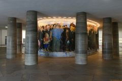 11 Erdgeschoss  mit Säulen und rundem VIP-Raum