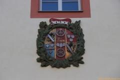 1-3-IMG_8701-kurmainzer-Vollwappen-Eingang-Kellereigebäude_800_Sign